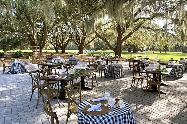 outdoor dinner party at Hewitt Oaks